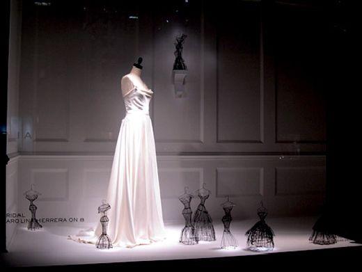 Coup de projecteur sur l'artiste Leigh Pennebaker est ses sculptures filaires « haute couture ». Travaillant minutieusement les fils de fer, l'américaine a déjà pu voir ses œuvres exposées dans la vitrine d'un grand magasin de mode