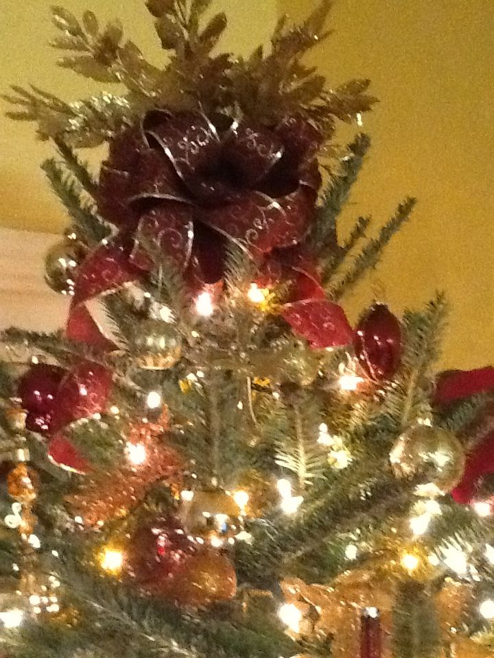 Use A Bow And Some Artificial Sprigs For Tree Topper Toppers