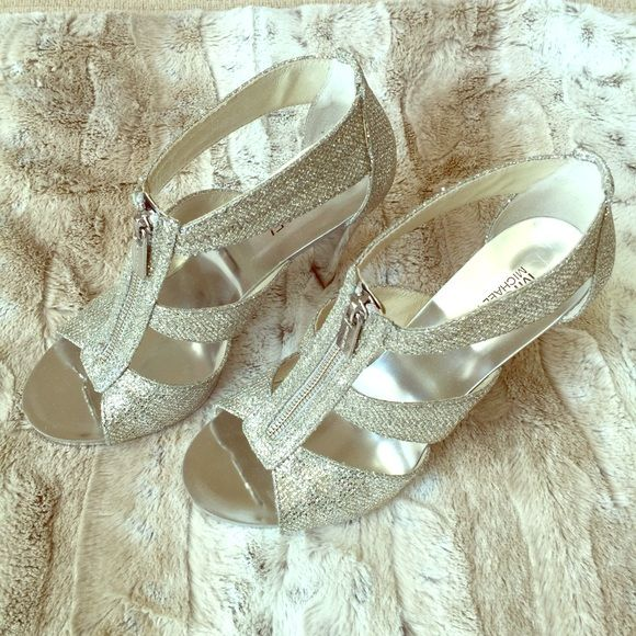 Silver/Chrome MICHAEL Michael Kors Heels EUC🔹worn 1 time🔹Very comfortable🔹Price is FIRM MICHAEL Michael Kors Shoes Heels