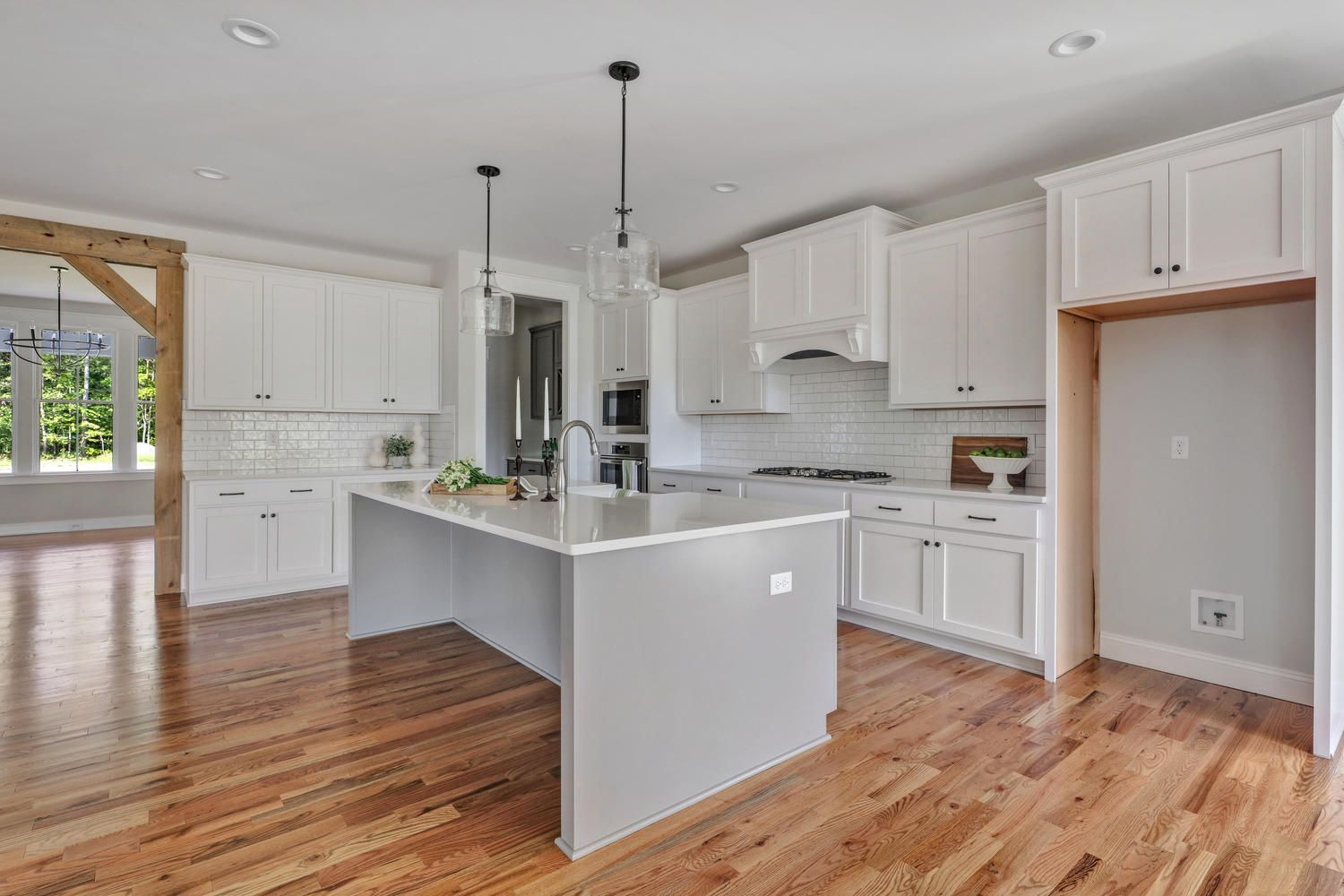 OPEN KITCHEN WITH WHITE SHAKER GRAY ISLAND