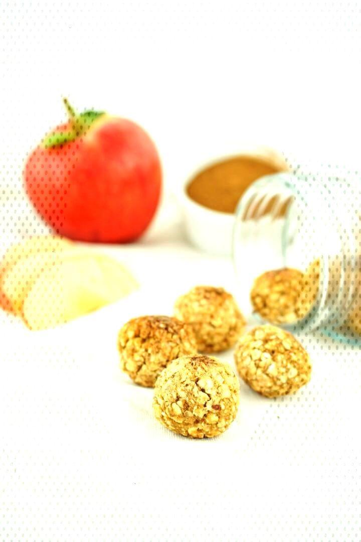 Apple cinnamon energy balls - healthy and sugar-free snack - These apple cinnamon energy balls are