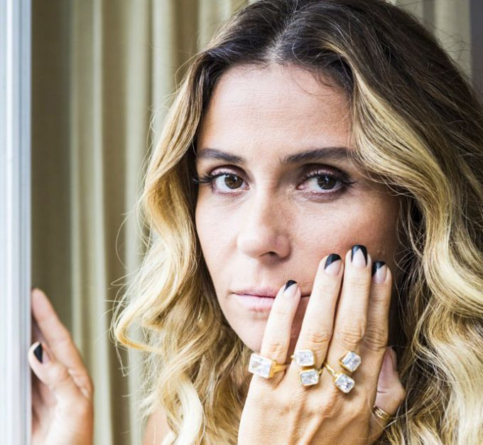 Negative space: aprenda a copiar 13 modelos da nail art usada por Giovanna Antonelli
