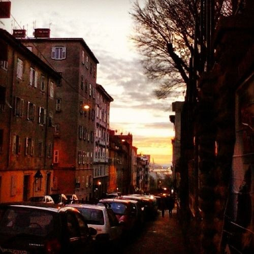 #trst #tramonto #treccani #freecancellettomovement #real #love #laugh #lunch #time #exclusive #december #sunny #day #freecancellettomovement  #guardacaso #giallo #street #share #magic #antistress #adieu  #postcard #cityscape #beauty #blabla  Ok. È divertente mettere cancelletti.  Via San Marco, Trieste. H 16:36, 18.12.14
