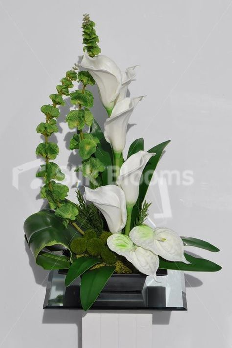 White Modern Arrangements With Calla Lily And Anthurium Lily Google Search With Images Flower Vase Arrangements Modern Flower Arrangements Anthurium Arrangement