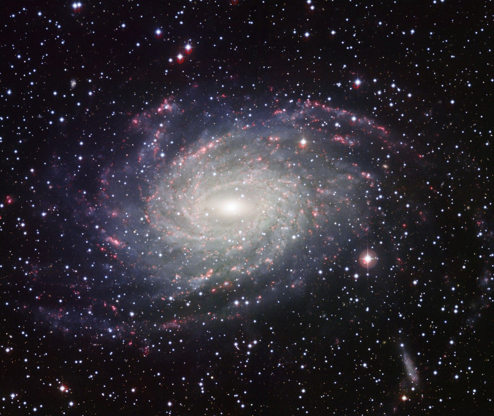 A spiral galaxy that resembles our Milky Way   Earth Blog