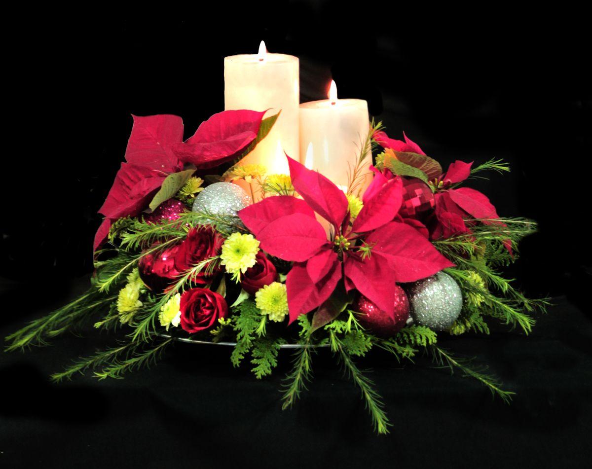 Centro de mesa navide o con nochebuenas y yoko navidad y - Centros de mesas navidenos ...