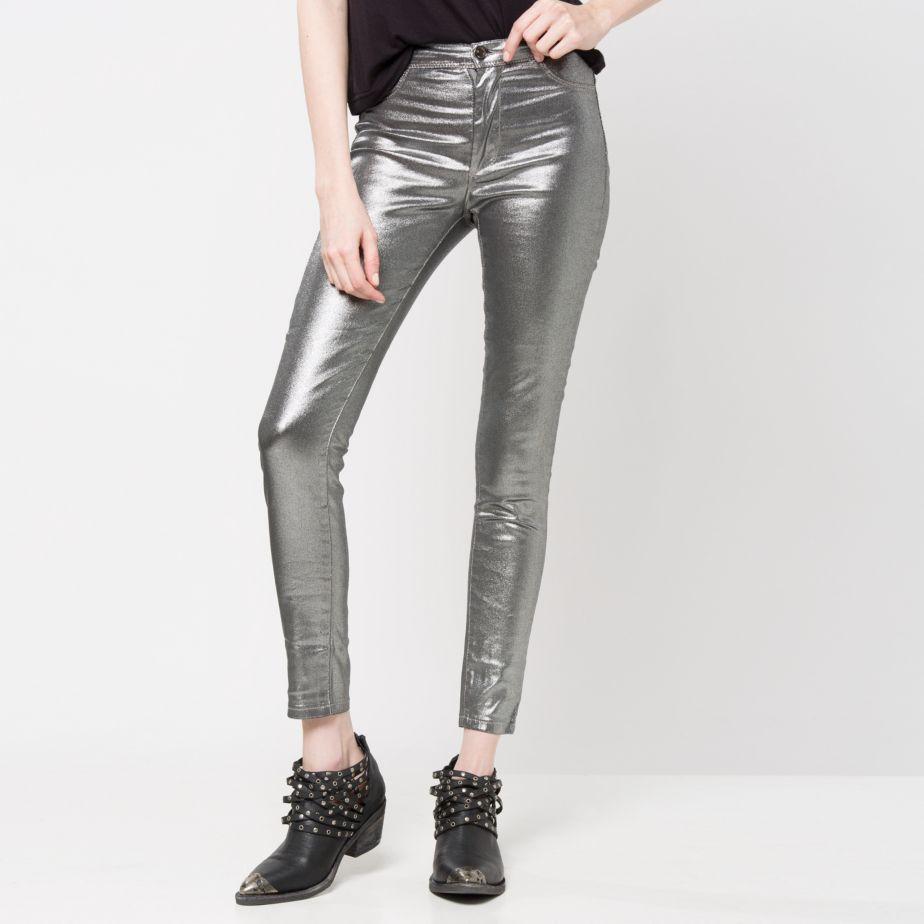 http://www.falabella.com/falabella-cl/product/5081458/Jeans-Ajustados?navAction=push