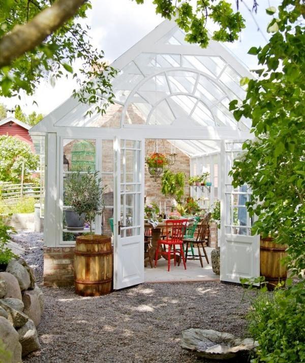 Wintergarten Landhausstil Einrichten Holz-konstruktion Garten ... Wintergarten Einrichten Gartengestaltung Tipps