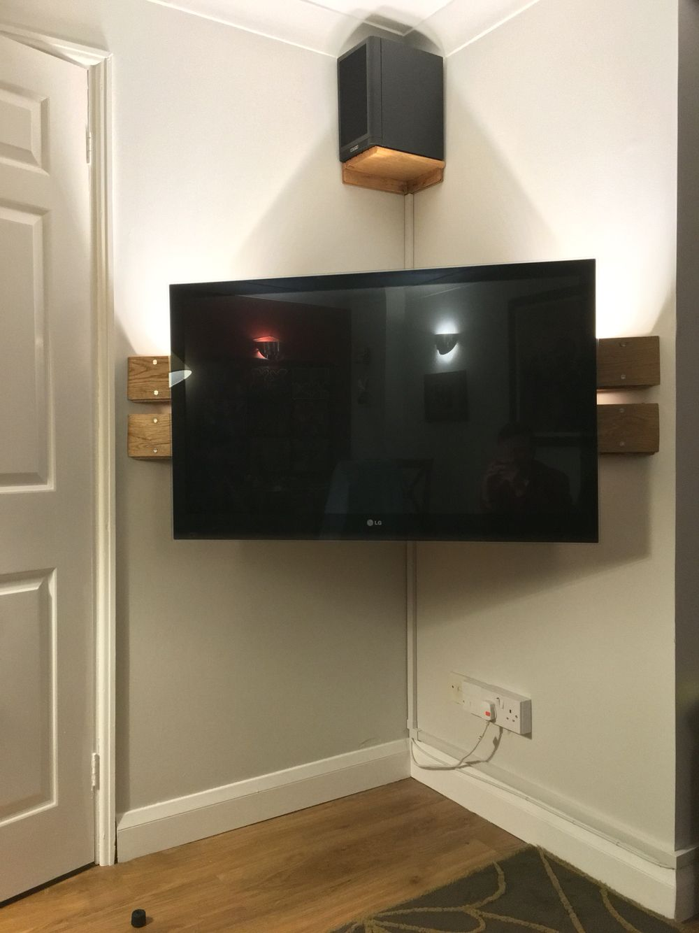 Chic And Modern Tv Wall Mount Ideas For Living Room Modern