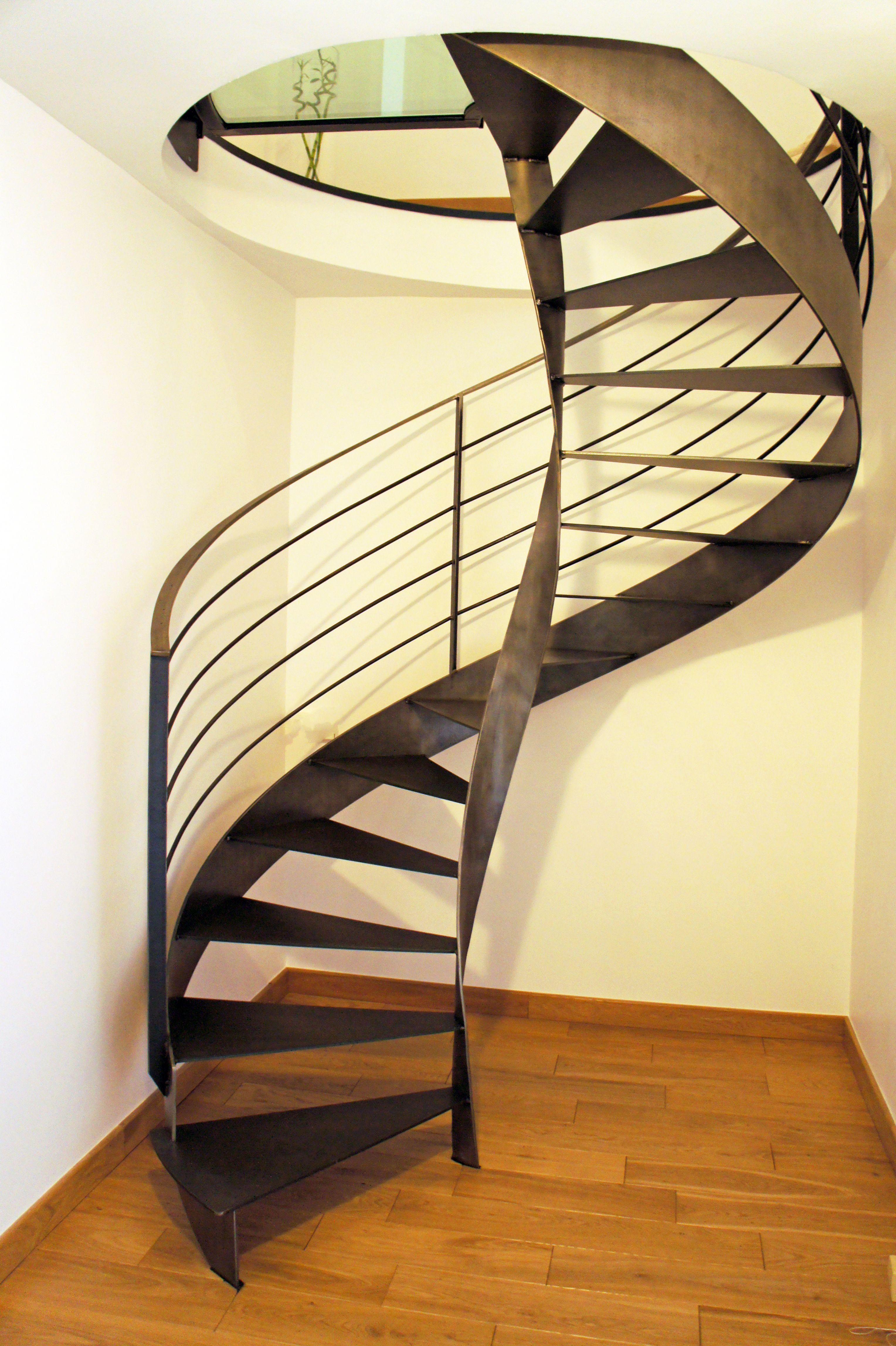 escalier en colima on tout m tal sur mesure au style r solument industriel finition brut verni. Black Bedroom Furniture Sets. Home Design Ideas