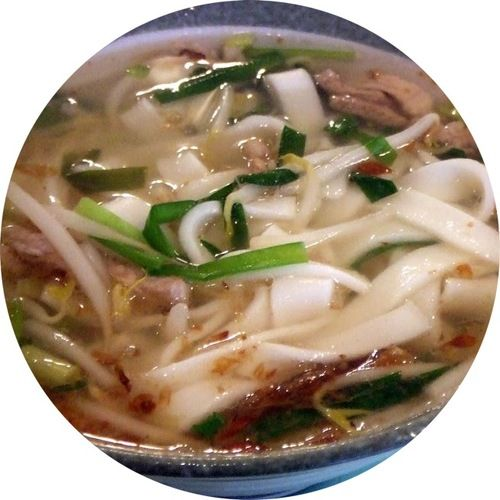 { Hsinchu Noodle Stand } Taiwanese Noodles / Green onions, handmade noodles, bean sprouts, dried onion flakes