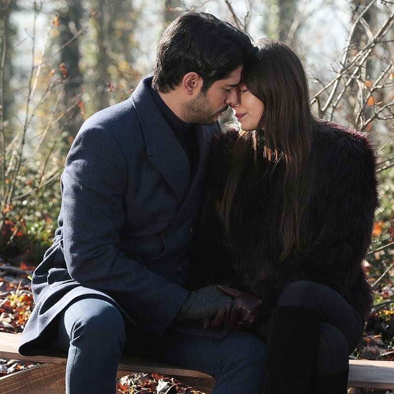 Burak Ozcivit And Neslihan Atagul As Kemal And Nihan In Kara Sevda Fotograf Instagram Unluler