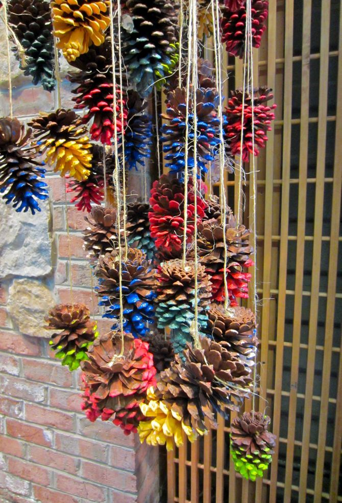 Scissors and spice paint dipped pinecone mobile for Pine cone christmas ornaments for kids