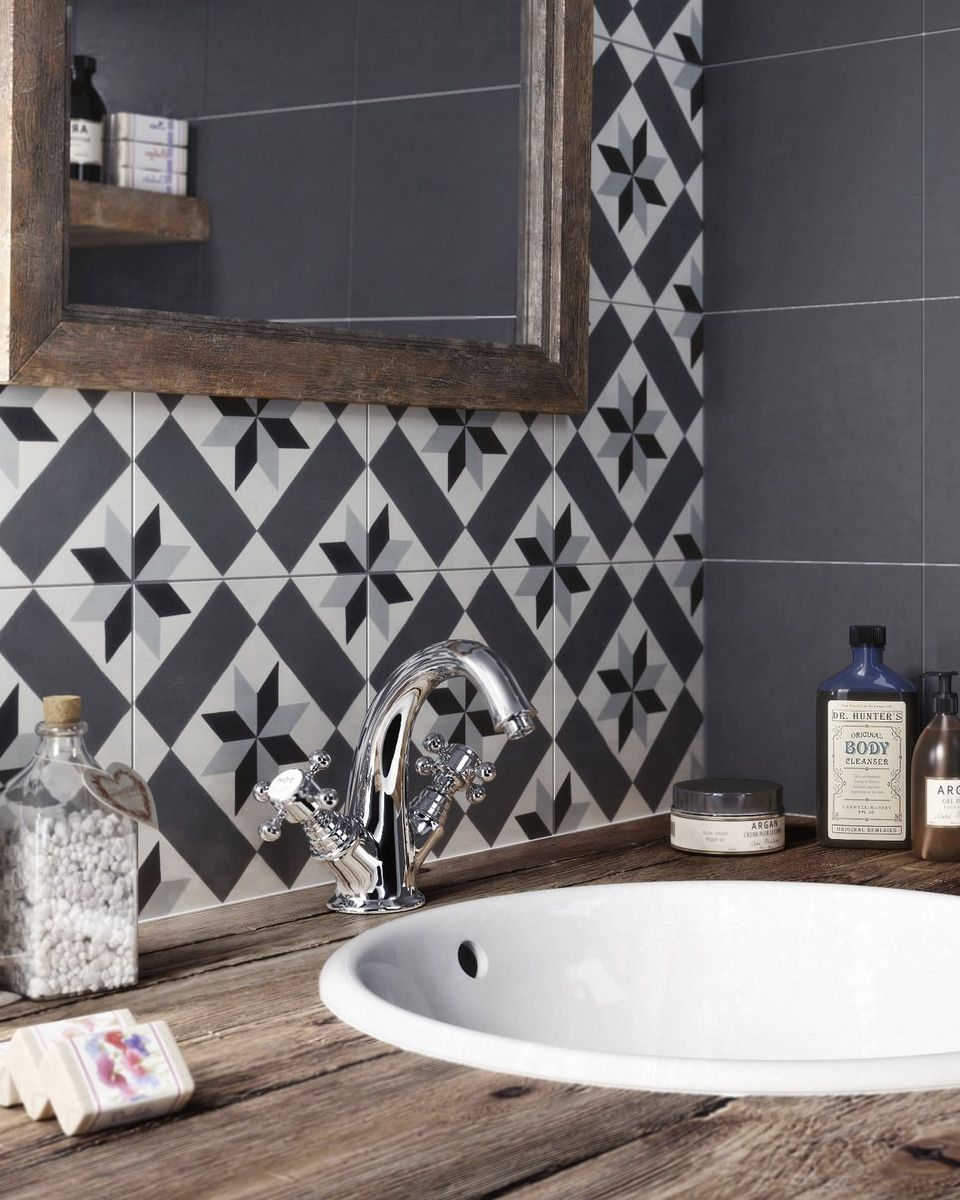 Carreaux De Ciment Deco Salle Bain LOVE THE GORGEOUS BLACK WHITE TILE WHICH LOOKS FABULOUS WITH BASIN STUNNING TAP FITTINGS