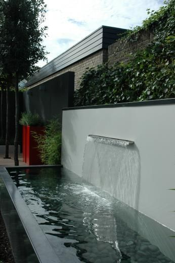 A contemporary water feature for a contemporary setting BALCONES