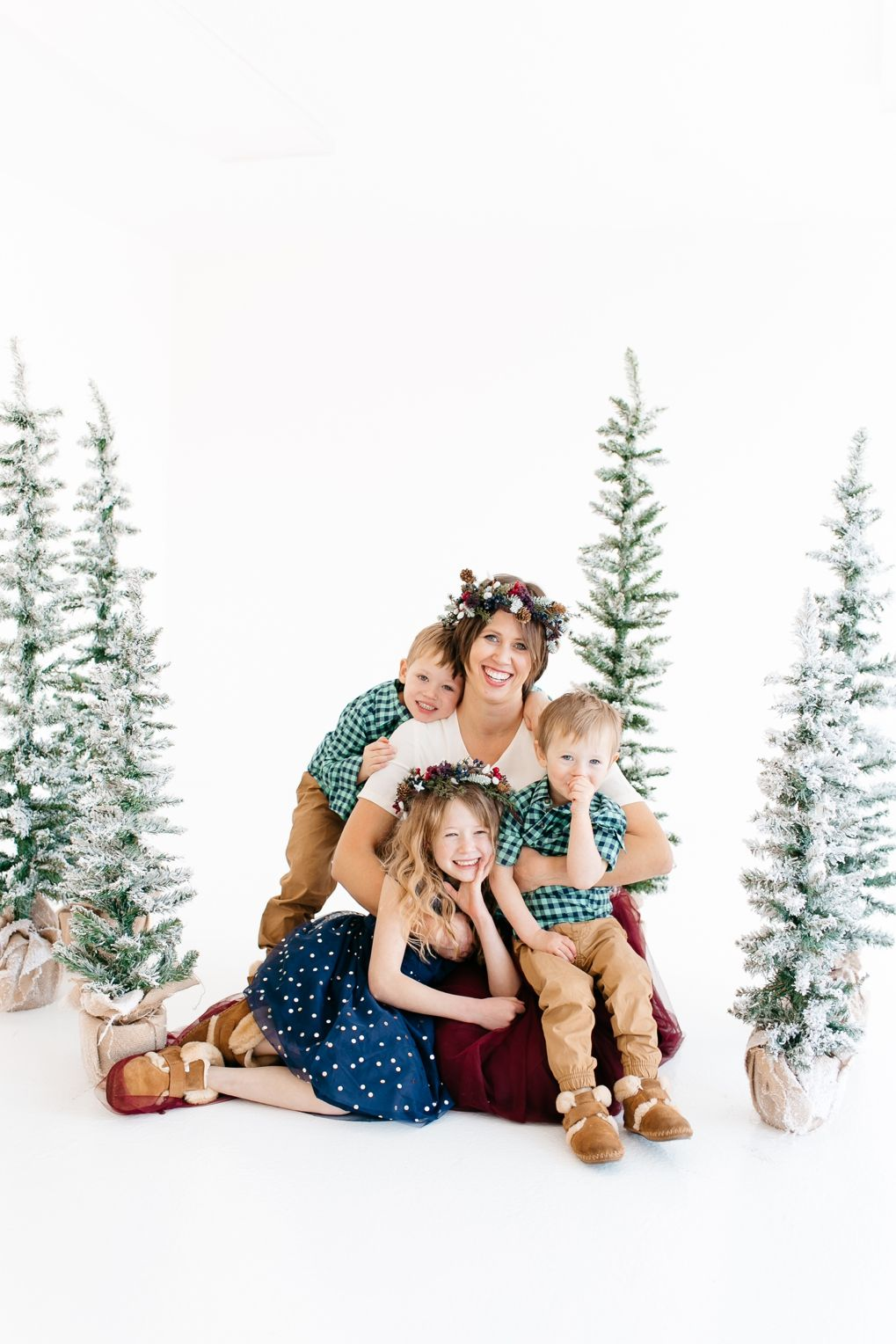 estherziegler.com -   14 christmas photoshoot couples studio ideas