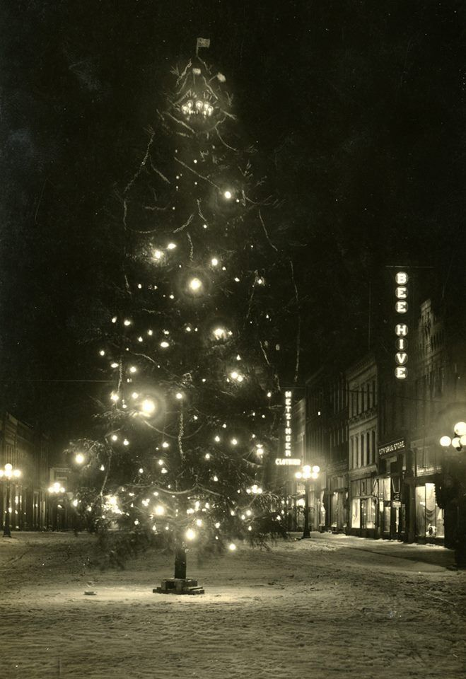 First New Ulm, MN municipal Christmas Tree 1914   Minnesota travel, Christmas tree and santa