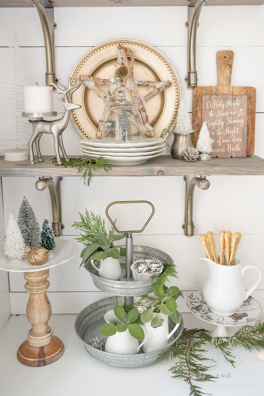 Farmhouse Christmas Tips on How to Affordably Decorate