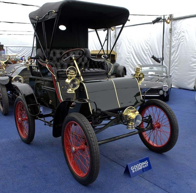 The 1900 Packard Model C...First car with a steering wheel ...