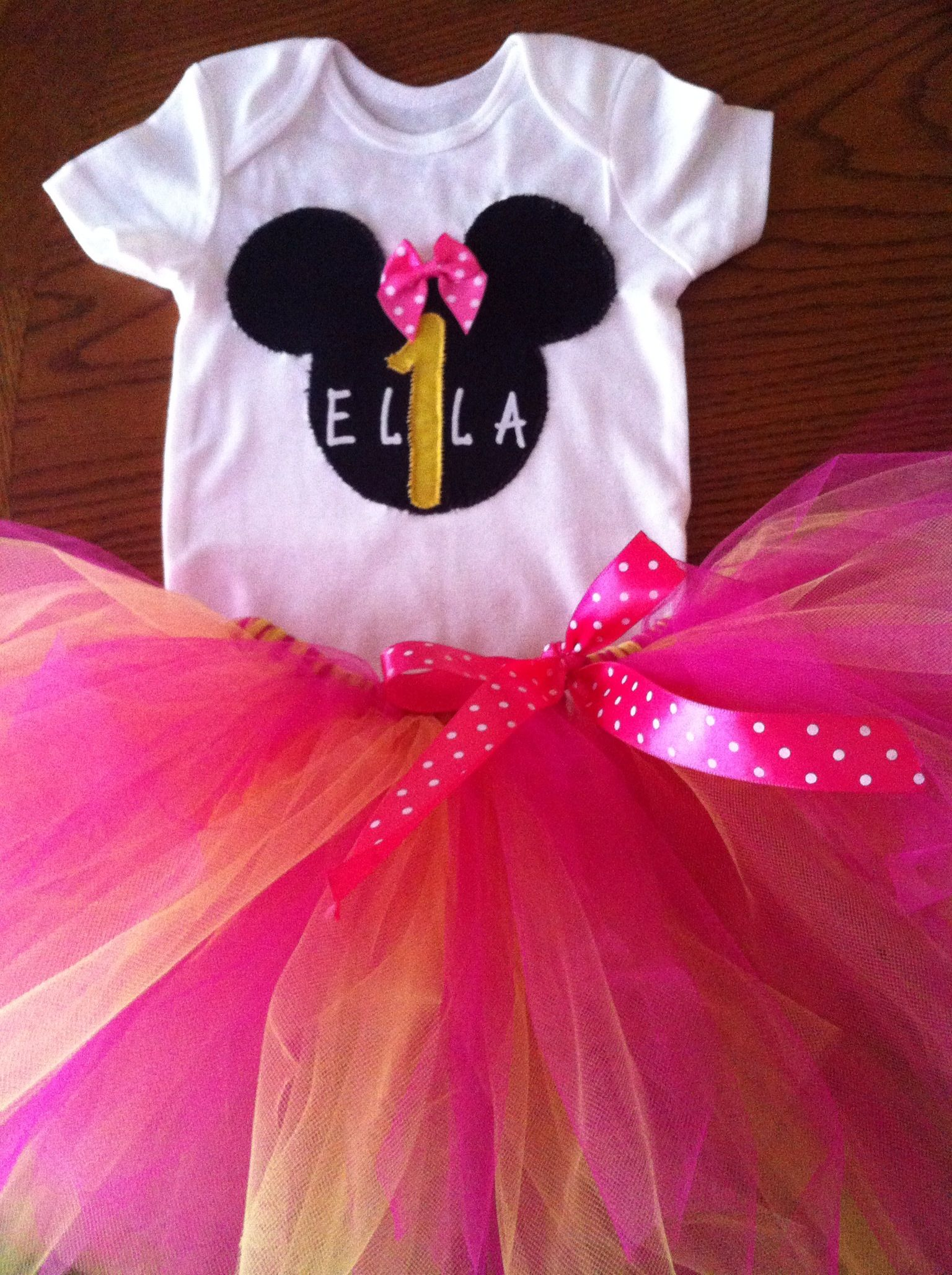 db14e1a46 Handmade Minnie Mouse 1st Birthday Outfit! Just use a plain white ...