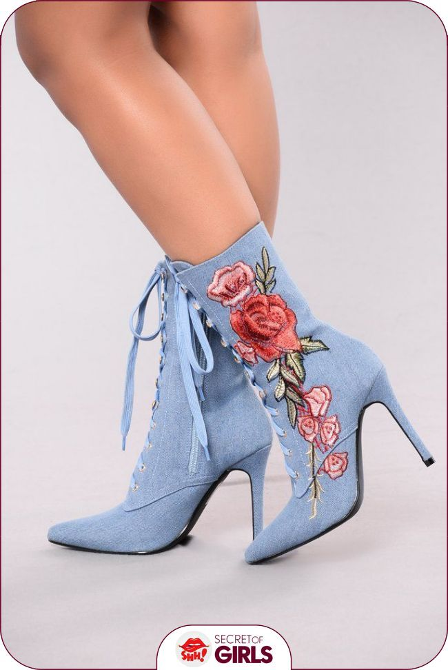 Shoe Obsession Women And Their Shoes Di 2020 Sepatu Bot Wanita