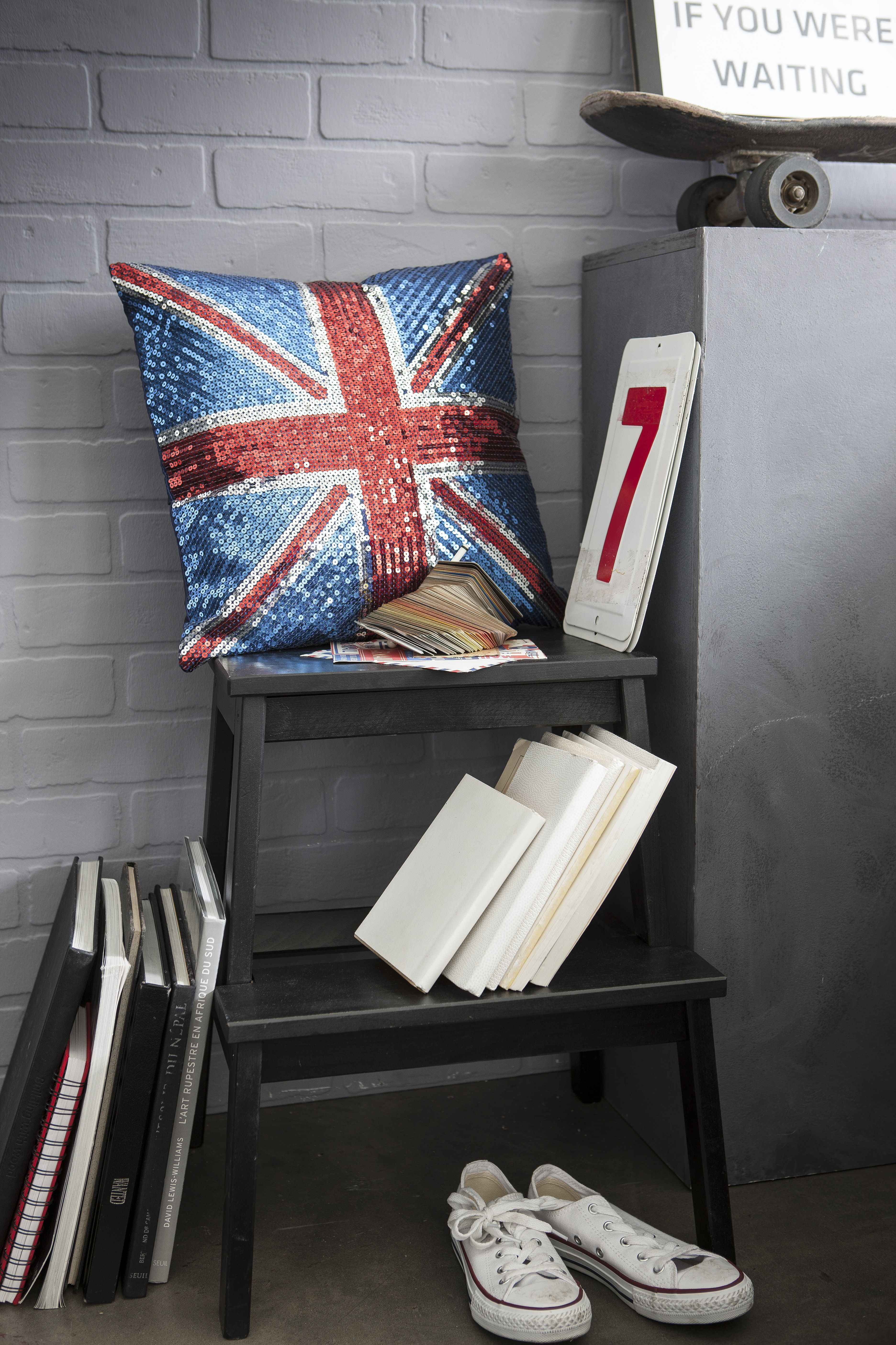 ravivez votre interieur avec ce coussin sequins inspire du celebre drapeau anglais london england union jack unionjack drap coussin deco coussin deco