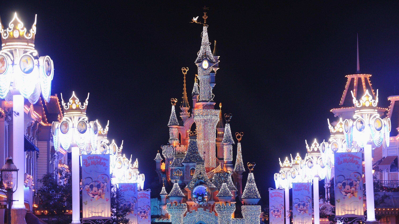 Photo of Coronavirus-Bedenken haben Disneyland Paris trotz des Verbots von öffentlichen Versammlungen von mehr als 5.000 nicht geschlossen