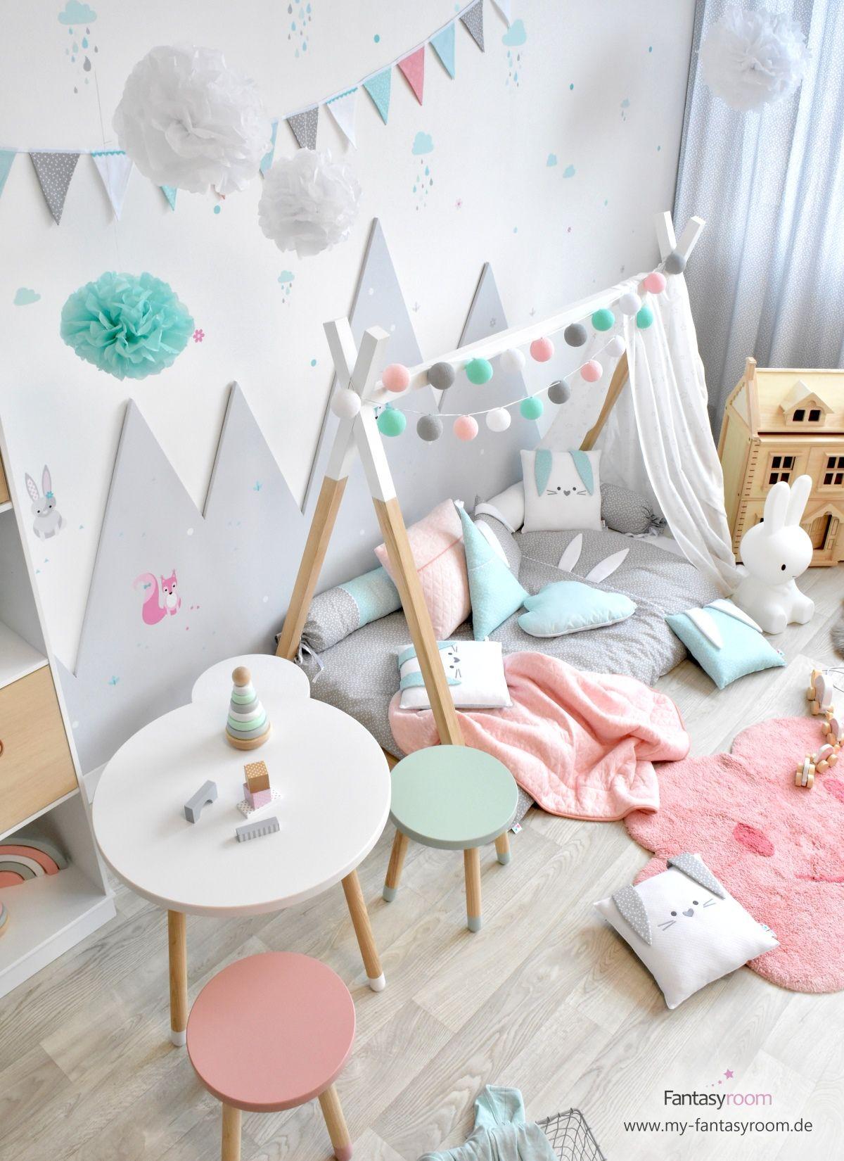 Kleinkindzimmer mit Tipibett & Waldtieren in Rosa Mint bei