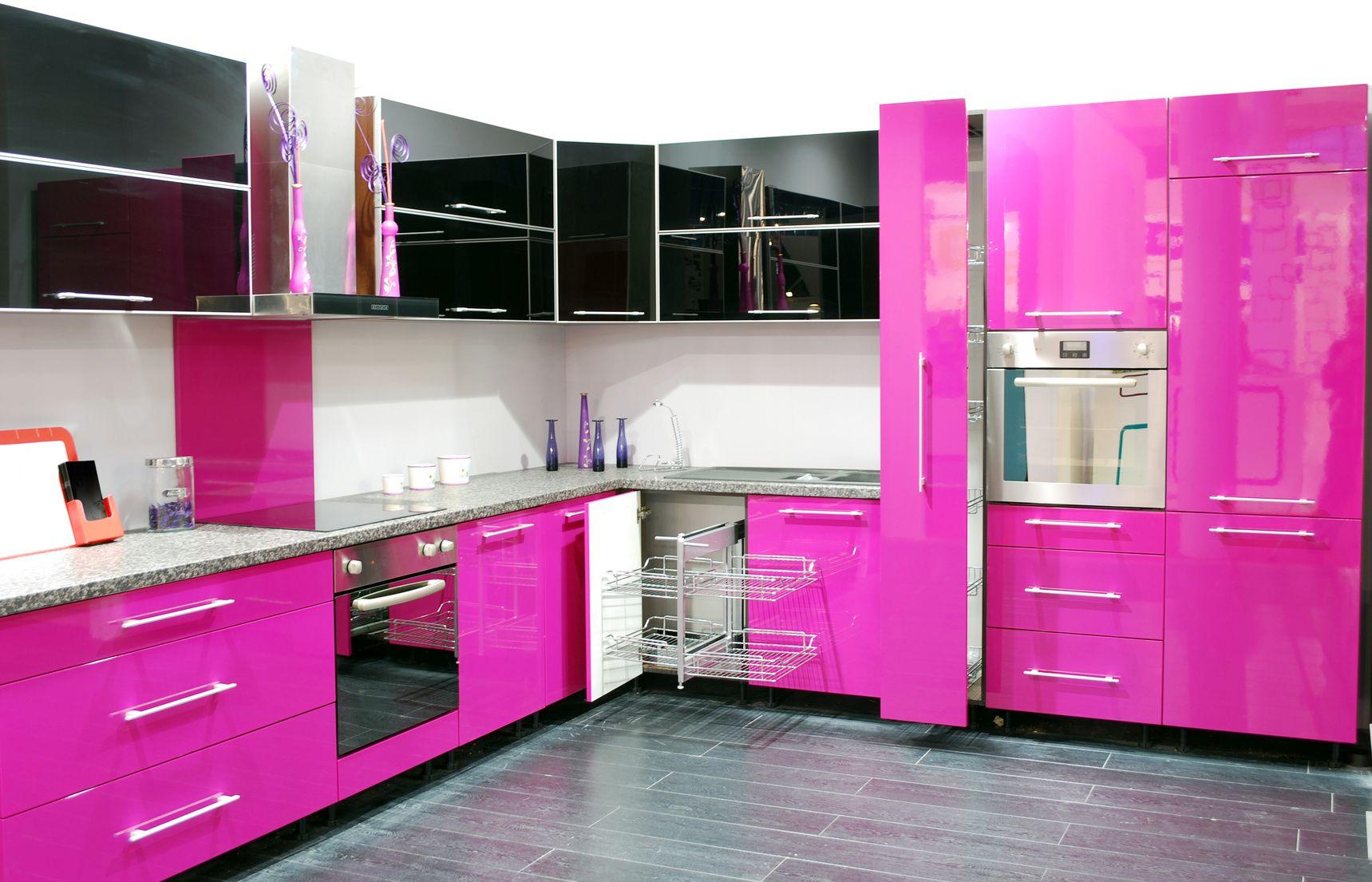 Pinke Hochglanzküche in L-Form  Küche pink, Rosa küchen