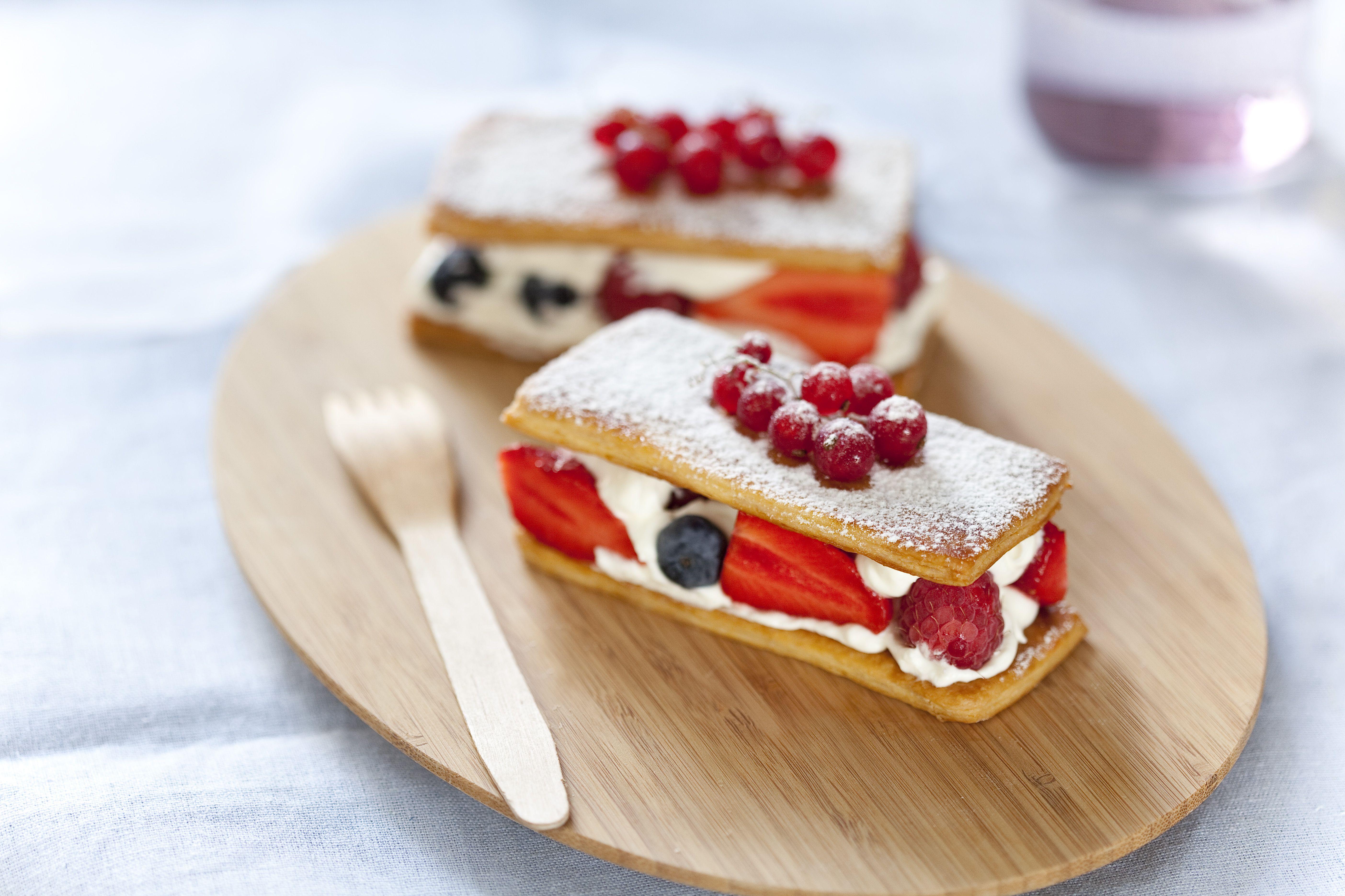 Mille feuilles aux fruits rouges - Retrouvez la recette ici : http://on.fb.me/1qk8V9O