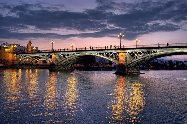 Top 10 Places In Spain To Enjoy Under Moonlight Sevilla Espana Sevilla Triana Foto Del Mundo