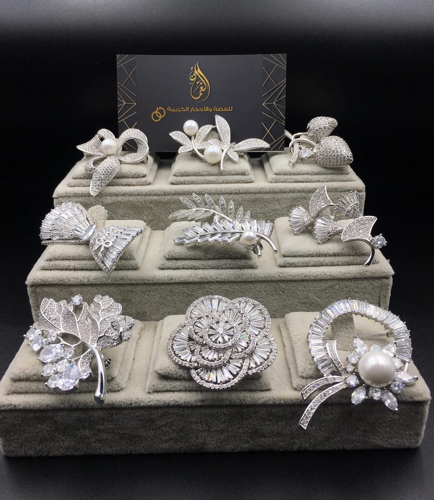 هدياء ست الحبايب خصم 35 بروشات ريديوم مرصعة بالزركون السويسري عن اي استفسار اضغط على رابط الوتساب Https Wa M Jewelry Crown Jewelry Decorative Boxes
