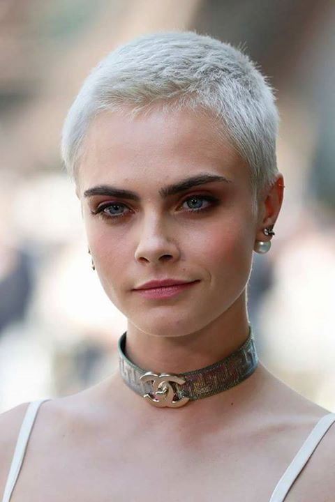 Cara Delevingne Short Hair Style In 2019 Really Short Hair Girl