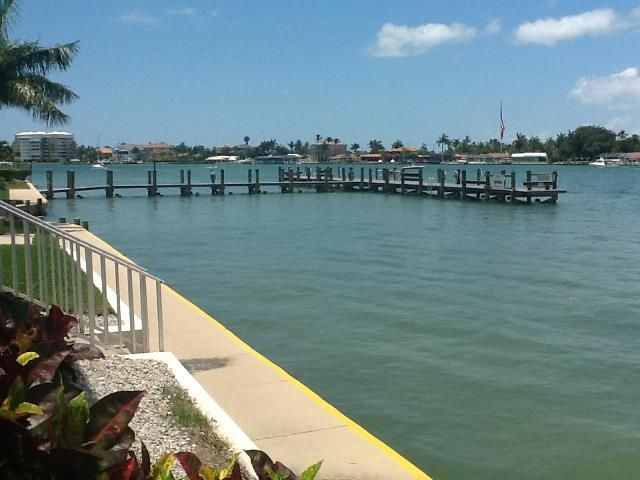 Vacationing at my mom's condo on Marco Island.  This is the view, aahhhhh.... I'm almost relaxing just looking at it!
