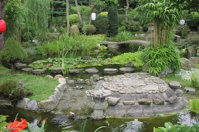 The garden has been created by a japanese former buddhist for Japanese meditation garden
