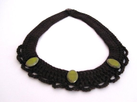 Brown crocheted necklace with green beads. door TheCottonSheep