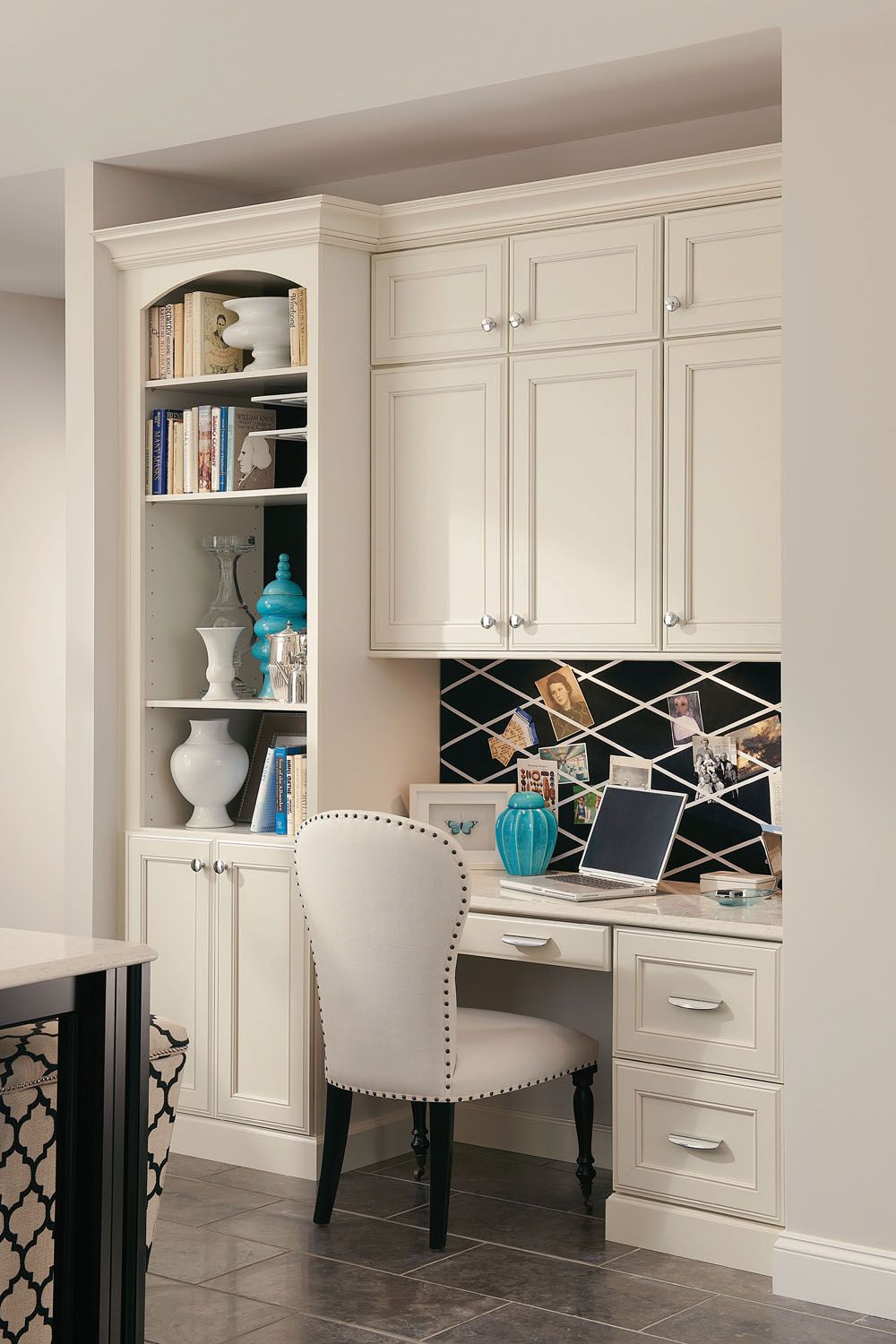 A Built In Desk With Bookcase And Cabinets Creates A Seamless Home Office In A Kitchen Corner Home Home Office Design Built In Desk