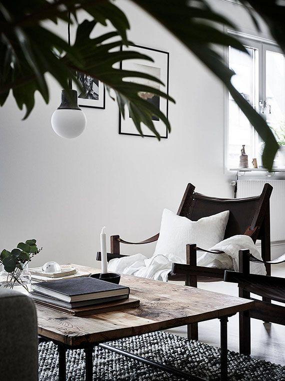 The Weekend - Donkere meubels, Stoelen en Meubels