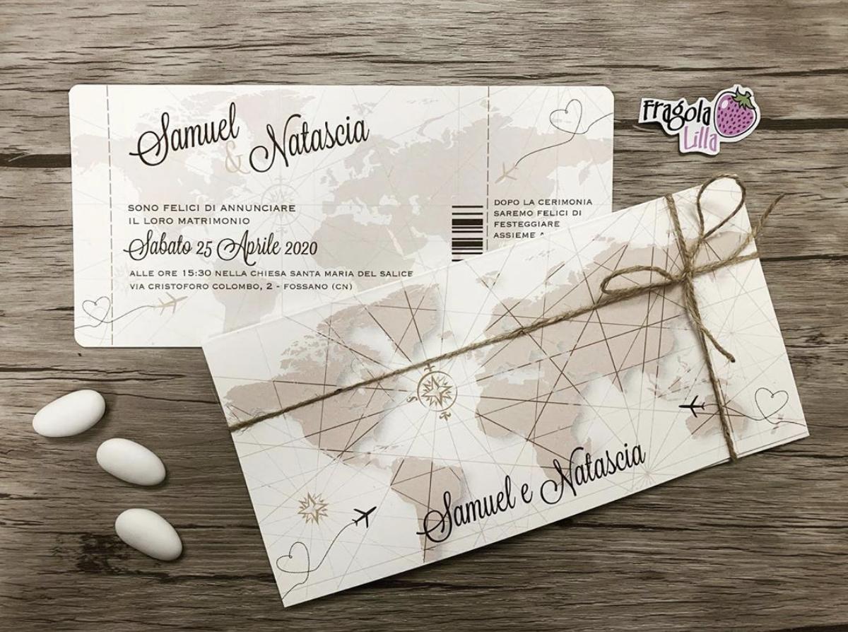 01 Partecipazioni Personalizzate Fragola Lilla Nel 2020 Matrimoni A Tema Viaggio Inviti Per Matrimonio Inviti Di Nozze