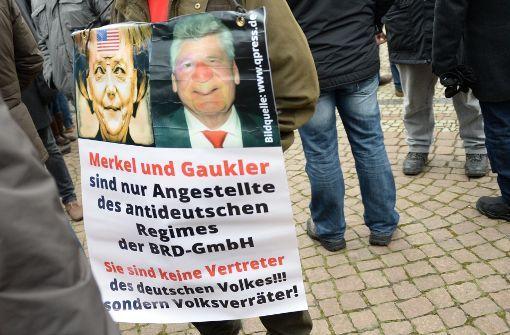 """In der verzerrten Gedankenwelt rechter Populisten sind deutsche Politiker """"Volksverräter"""". Foto: dpa"""