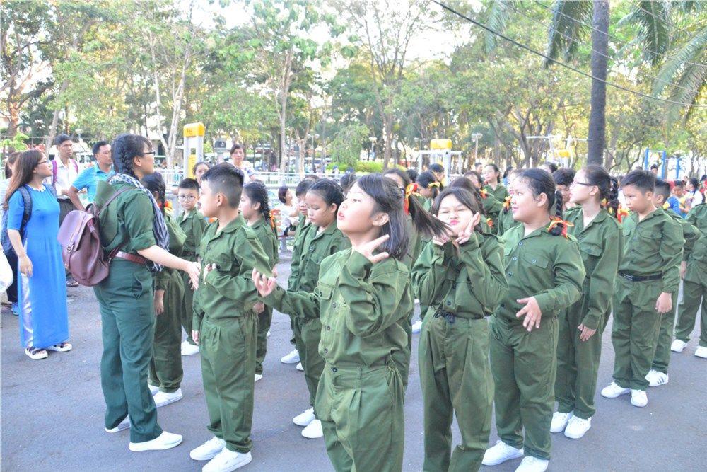 Áo cờ đỏ sao vàng trường Tiểu học Nguyễn Bỉnh Khiêm - Hình 3