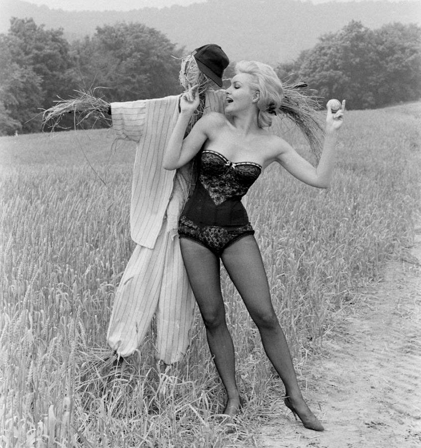 Julie newmar in pantyhose images 868