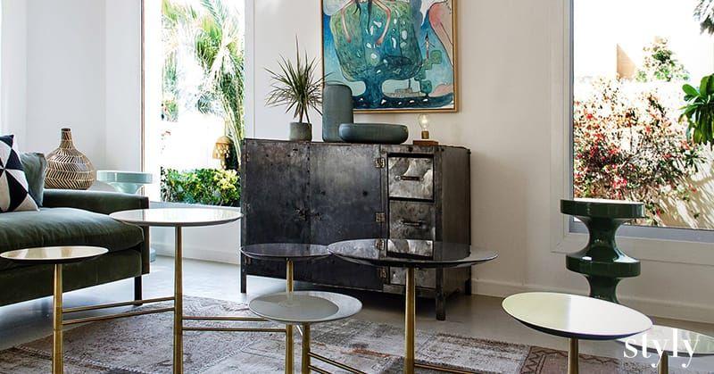 تفاصيل باريسية أنيقة تختبئ في كل زاوية من هذا المنزل المميز شاهدي الصور من الجلسة التصويرية التي أجرتها Styly في منزل أيما Furniture Home Decor Dining Chairs