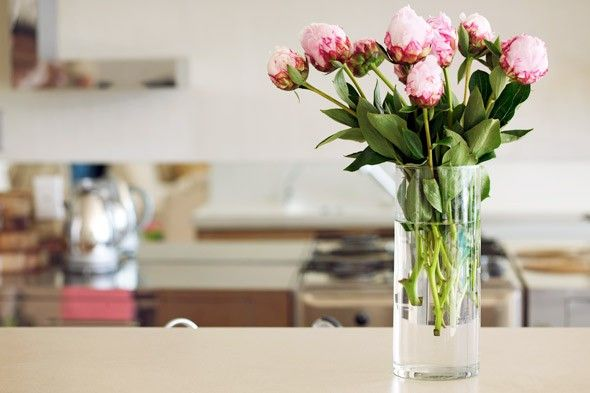 Use fresh flowers to accentuate the look of your kitchen Flowers ...