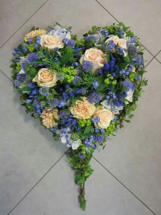 Apricot mit Blau Trauerfloristik Pinterest Blau, Trauer und