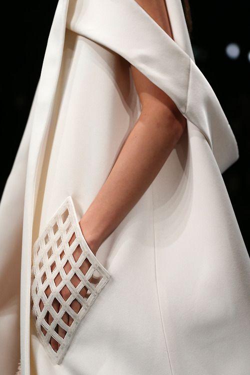 Pour changer de la robe meringue , so chic #Balenciaga #virginie carpentier paris #jewels www.virginiecarpentier.fr