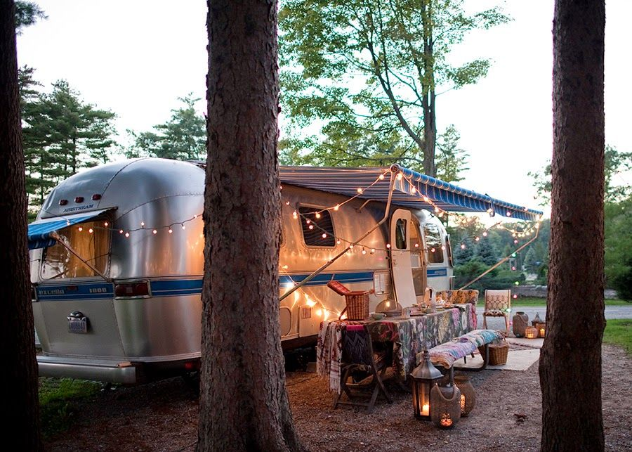 une caravane r tro r nov e caravana caravana retro y verano. Black Bedroom Furniture Sets. Home Design Ideas