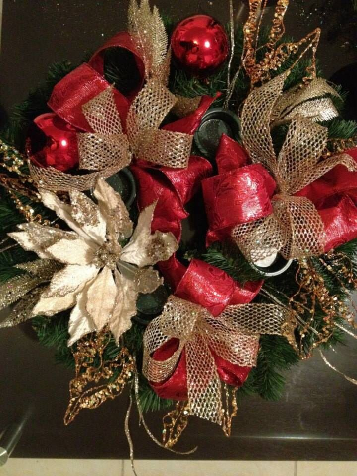 Corona navide a para puertas cortina arreglo for Arreglos navidenos para puertas 2016