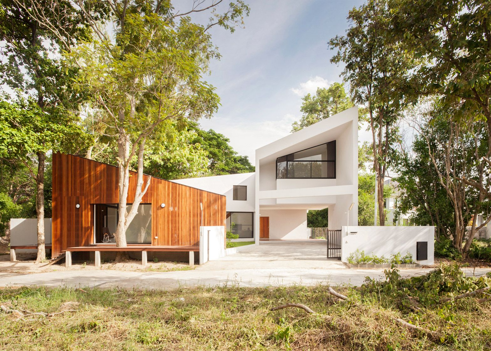 Canal side house and cafe in thailand by ekar architects