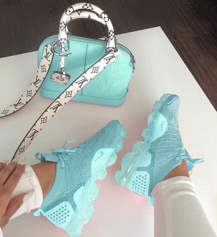 check out 0ec8a 54e2d  TRUUBEAUTYS💧.  TRUUBEAUTYS💧 Cute Nike Shoes, Cute Sneakers ...